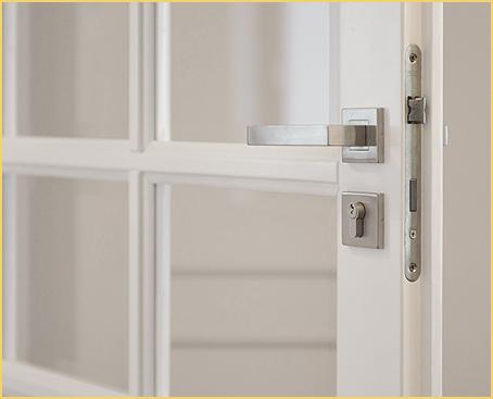 Drzwi drewniane przeszklone