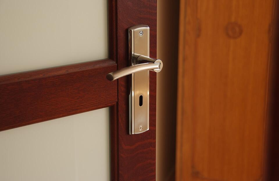 Drzwi z drewna wewnętrzne.