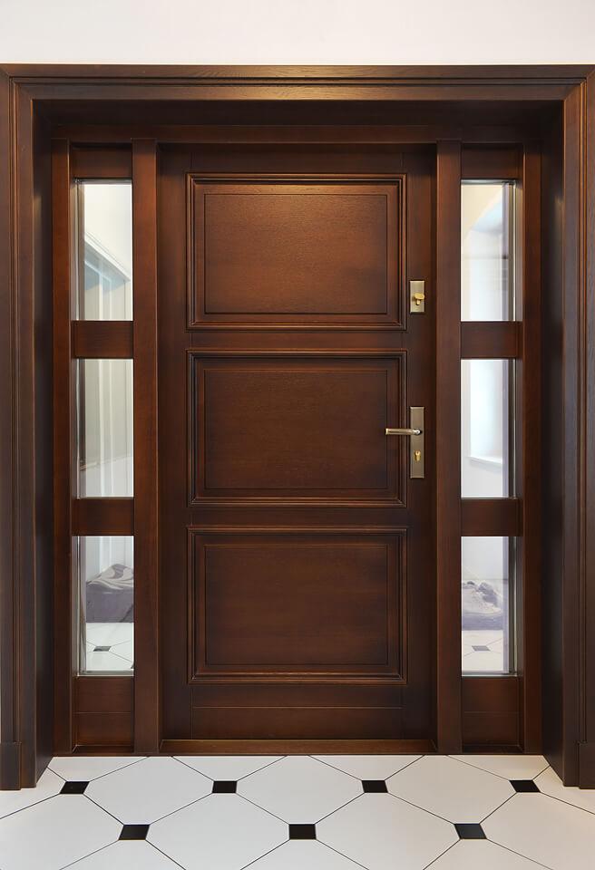 Drzwi z drewna wejściowe.