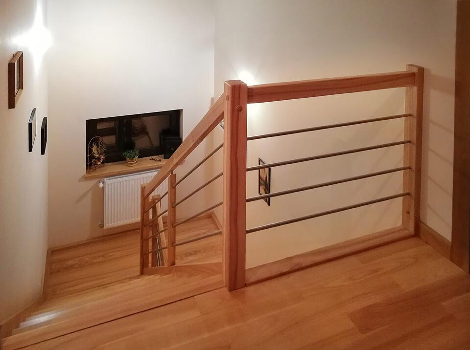 Schody drewniane z jesionu